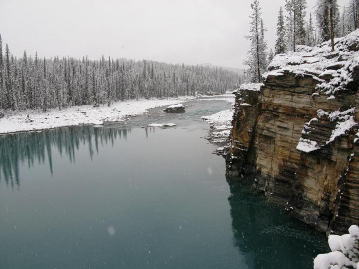 Одна из значительных рек в британских владениях в Северной Америке.
