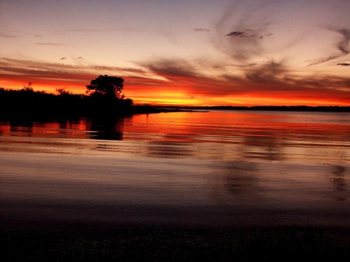 Река разделяет несколько государств Южной Америки, оставаясь важнейшей водной артерией юга Бразилии, а также Аргентины и Уругвая.