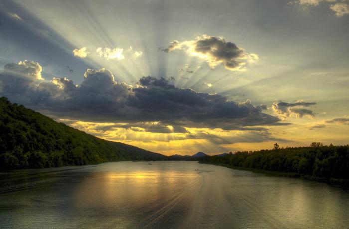 Один из крупнейших прaвых притоков реки Миссисипи.