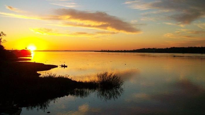 Одна из самых больших рек, протекающая по территории Бразилии и Парагвая, разделяя его на две части.
