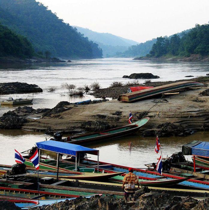 Крупная река, расположенная на территории трех государств Юго-Восточной Азии: Китая, Мьянмы и Таиланда.