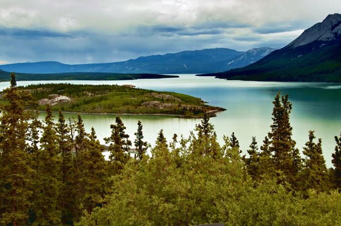 «Великая река» течет по территориям США и Канады, и впадает в Берингово море.