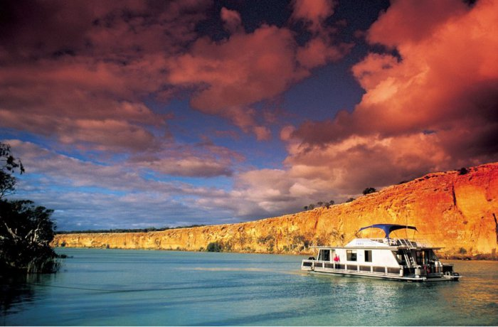 Самая полноводная река Австралийского континента, уступающая по длине лишь своему главному притоку – Дарлингу.