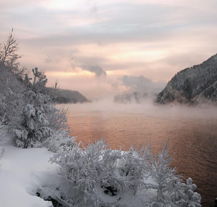 Самая многоводная река в Сибири, Россия.