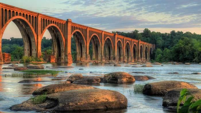 Приток реки Миссури, протекающий по Северной и Южной Дакоте в США, известный знаменитым железнодорожным мостом в Ричмонде.