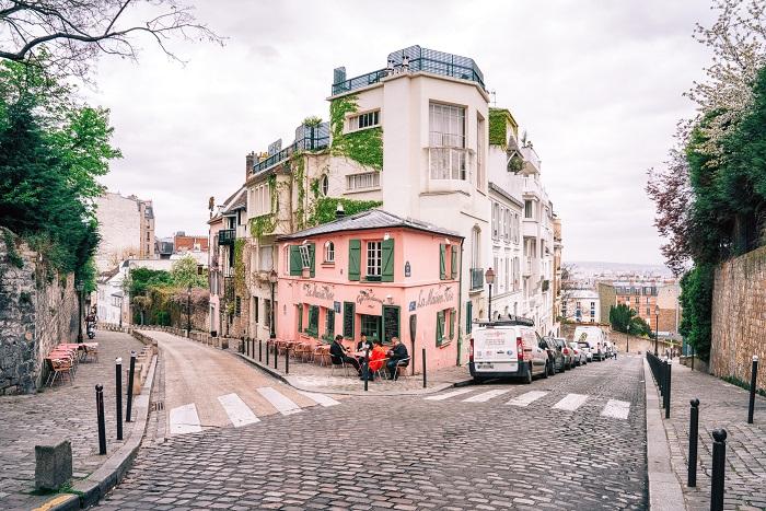 Один из самых живописных, романтичных и атмосферных кварталов Парижа.