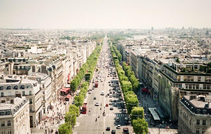 Елисейские поля часто называют самой красивой улицей на планете.