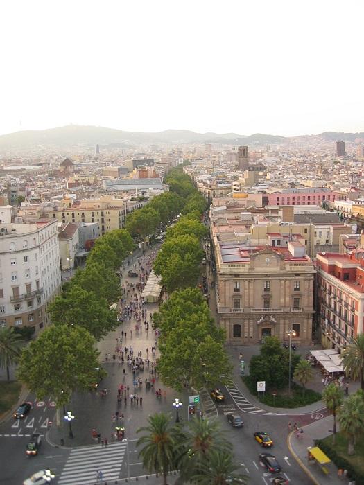 Пешеходная улица столицы Каталонии, где каждый шаг по ней будоражит впечатлительного туриста.