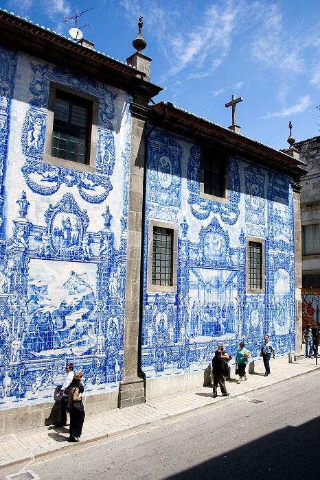 Город Азулехос выставил на всеобщее обозрение самое красивое, превратив улицу в произведение искусства.