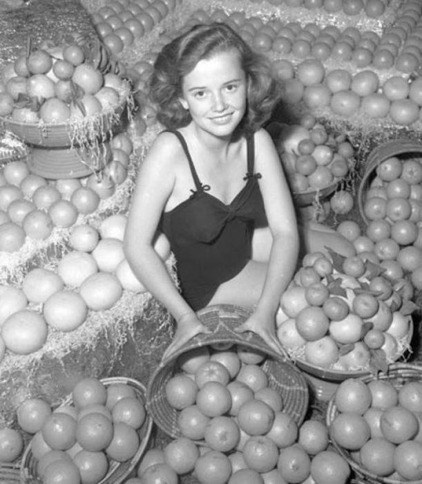 Очаровательная девушка составила бы отличную конкуренцию вышеупомянутой «Королеве лимонов».