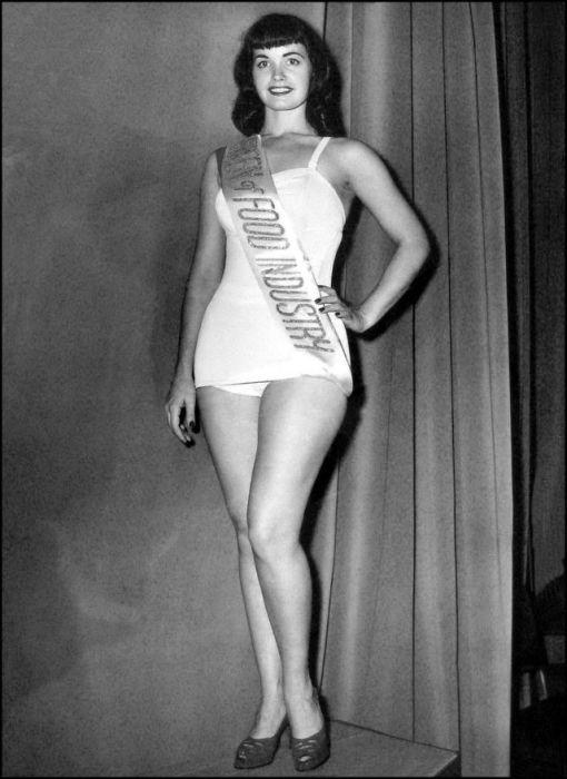 Брюнетка Бэтти Пейдж одержала победу в конкурсе, став прекрасной обладательницей почетного и очень длинного титула.