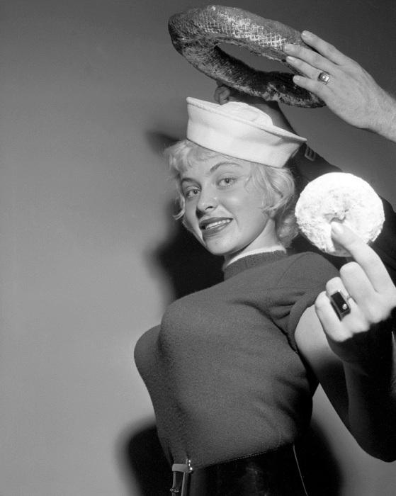 Джой Харман после своего выступления на национальном конкурсе Королевы Пончиков.