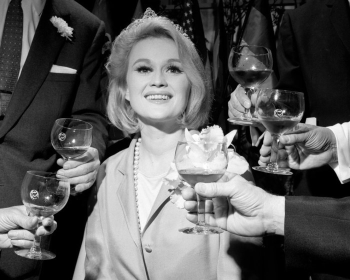 Актриса Пола Уэйн стала Королевой Вина в 1965 году.