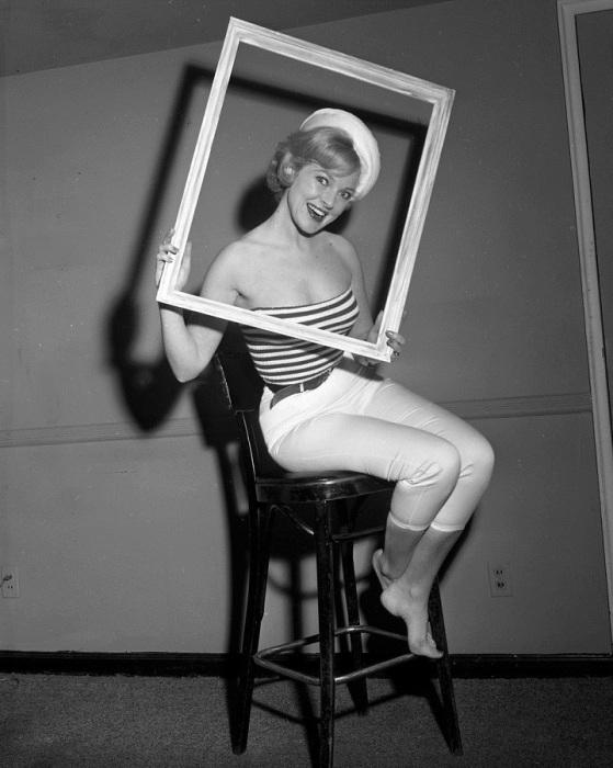 Ева Слоан стала Королевой Гринвич-Виллидж во время Весеннего фестиваля искусств 1962 года.