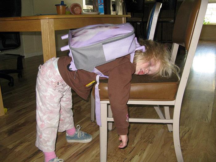 Каждодневные ранние походы в школьное учреждение просто утомляют.