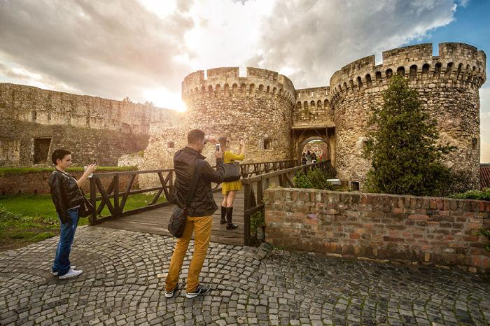Только частично сохранились стены, ворота.