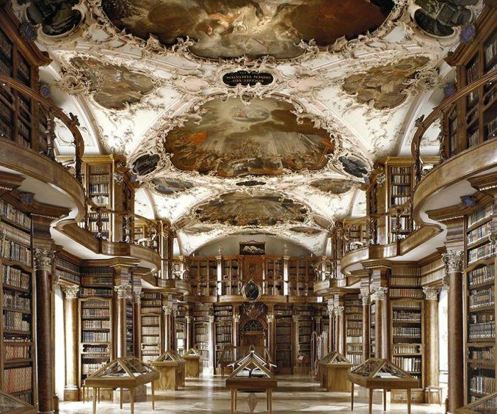 Внесена в список Всемирного наследия ЮНЕСКО благодаря своему уникальному интерьеру, коллекции редчайших книг и рукописей эпохи Средневековья.