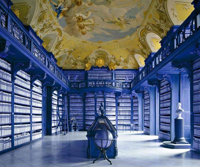 Монастырь, в котором находится библиотека, был основан в 1112 на территории коммуны Зайтенштеттен в Нижней Австрии.
