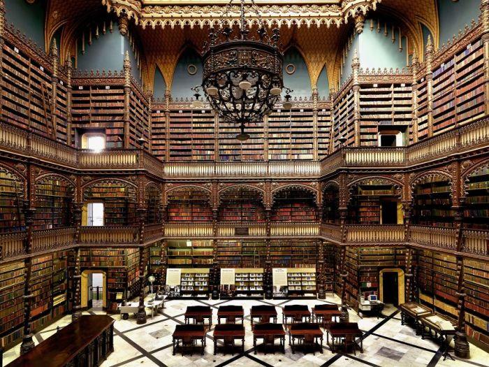 Была основана в 1837 г. 43 португальскими иммигрантами, среди примерно 350 тысяч единиц книг встречаются редкие экземпляры датированные началом XVI века.