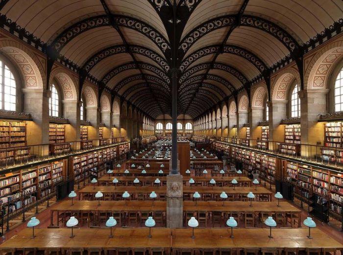 В фонде библиотеки, построенной в период с 1843-го по 1850-й годы, хранится около 2 миллионов документов.