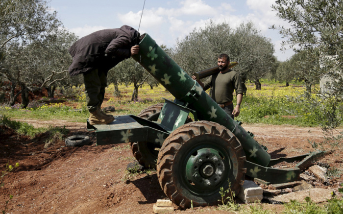 Повстанцы в окрестностях города Идлиб на севере Сирии.