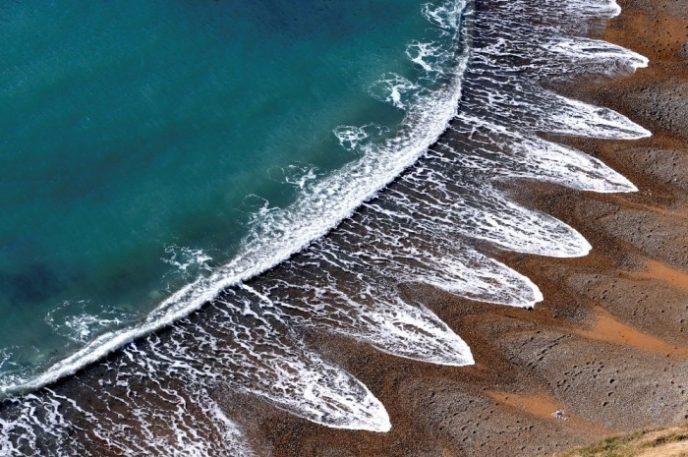 Ученые до настоящего времени не могут объяснить возникновение необычной береговой линии с