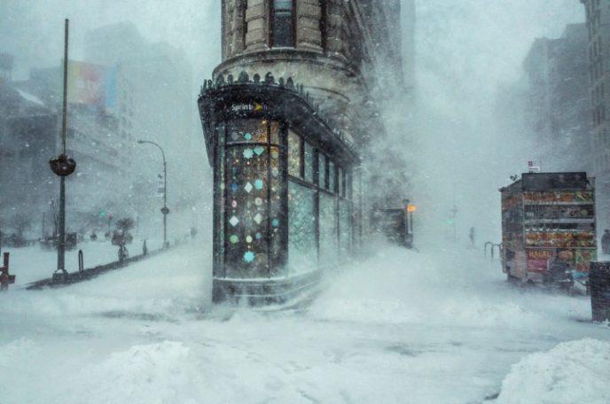 Сильнейший снежный шторм, случившийся на восточном побережье США в январе 2016 года, получил название «Джонас» и статус «снегопад века».