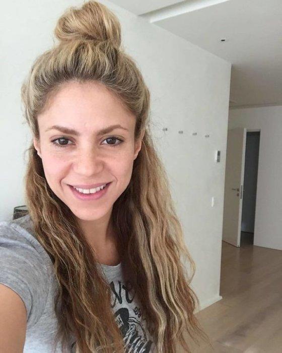 Успешная латиноамериканская артистка поделилась с поклонниками селфи, на котором позирует совершенно без макияжа.