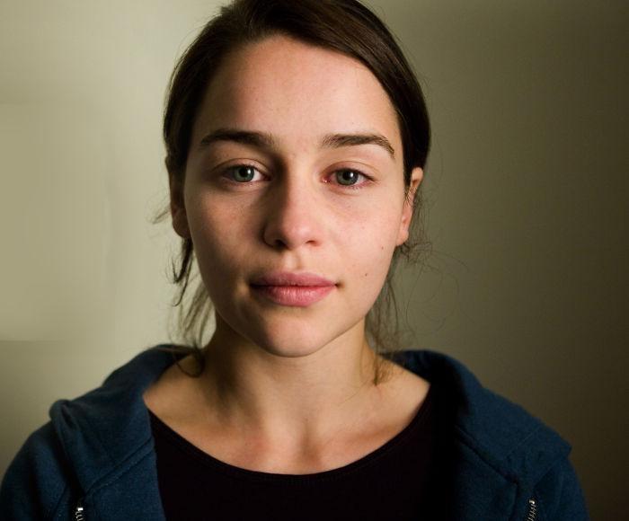 Британская актриса не стесняется показываться без макияжа и укладки, что и не удивительно – выглядит превосходно!