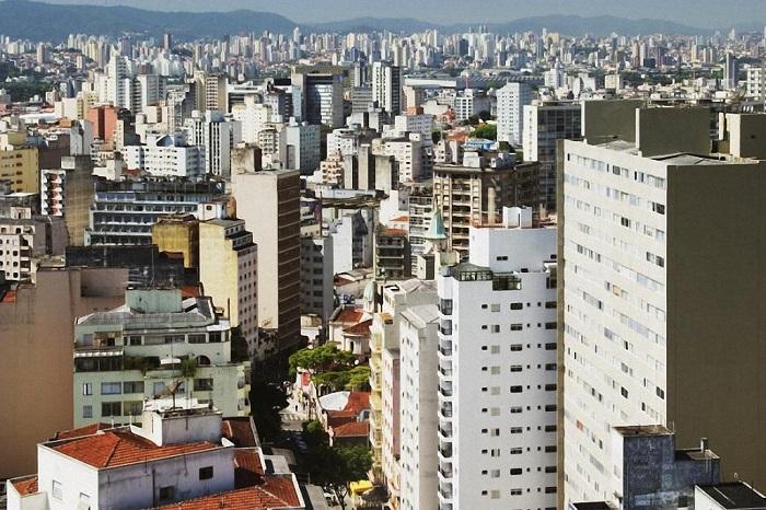 Среди самых больших городов мира этот занимает 9-е место – его население составляет чуть более 21,1 миллиона человек.