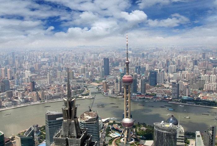 Огромный город и финансовый центр Китая, в котором проживает 25,3 миллиона человек, занимает 5-е место.