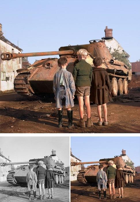 Французские дети смотрят на подбитый немецкий танк «Пантера».