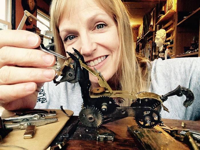 Картинки по запросу Скульптуры в стиле стимпанк из деталей старых часов от Сьюзен Беатрис