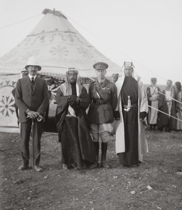 Сэр Герберт Самуэль - верховный комиссар Палестины, эмир Абдулла, сэр Виндам Дидс.