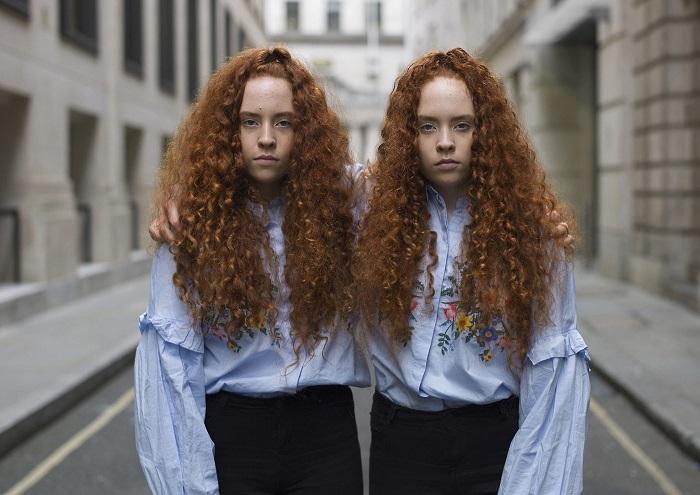 Но по мере развития проекта «Alike But Not Alike» фотограф стал концентрировать внимание на тонких различиях.