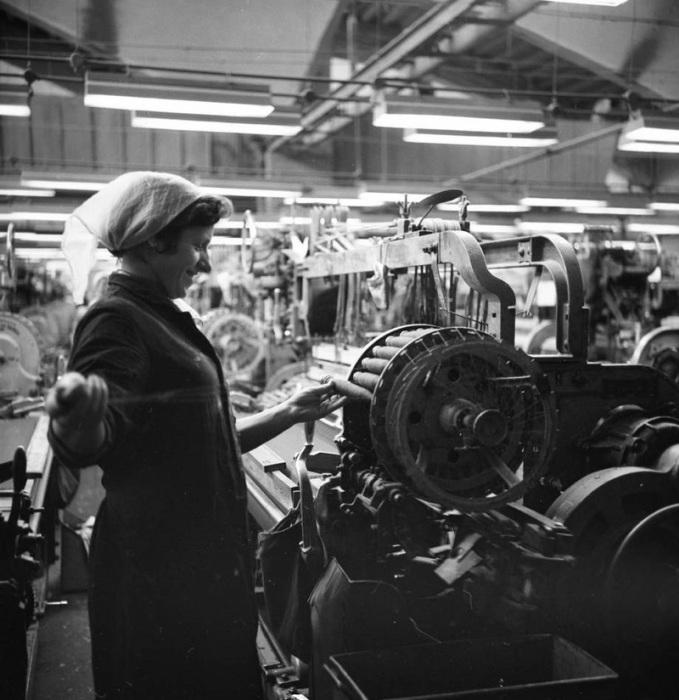 Работница на текстильном комбинате в Минске, 1967 год.