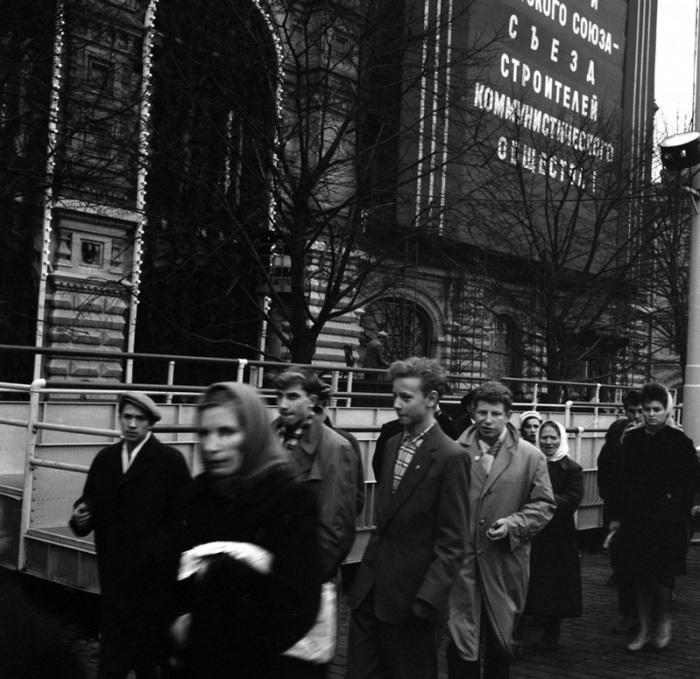 Сбор на демонстрацию, 1969 год.