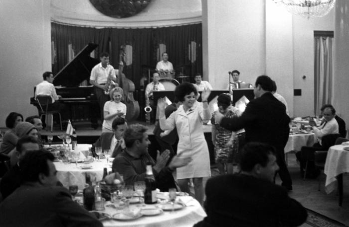 Торжество в ресторане «Украина», 1967 год.