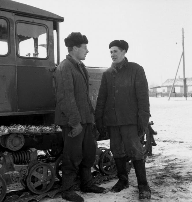 Трактористы в Московской области 1959 года.