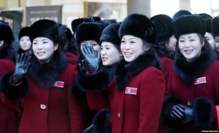 Северокорейские болельщицы, прибывшие в отель в Индже. Южная Корея, 7 февраля 2018 года.