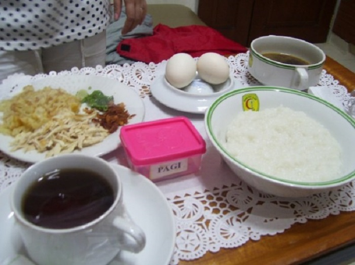 Рисовая каша, лапша, яйца, курица.