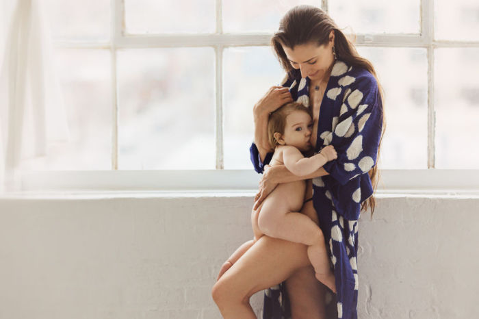 Мамино молоко - это естественное и наиболее полезное питание для малыша.