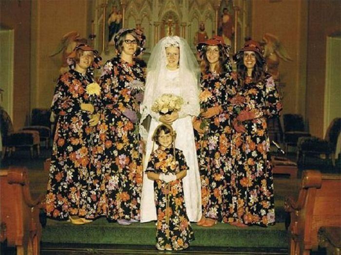 Один плюс задумки-невесту оттеняют эти наряды.