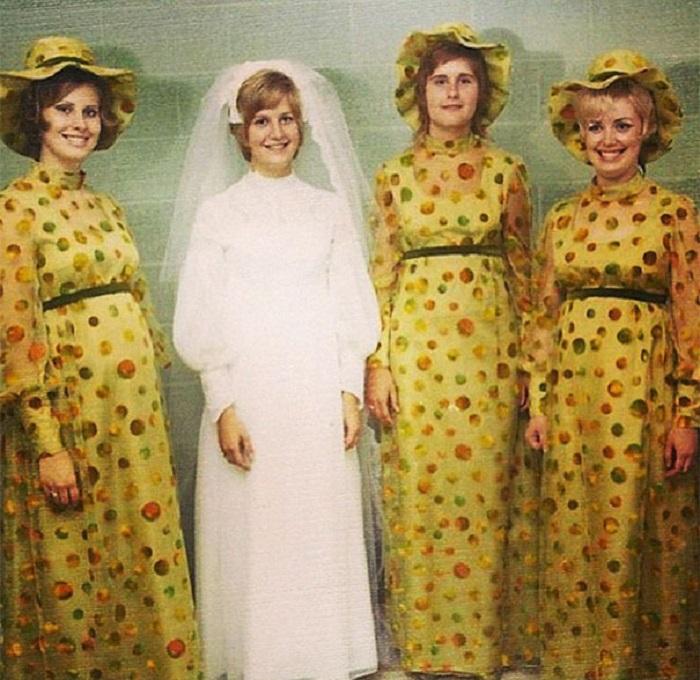 Жёлтый - яркий и запоминающийся наряд.