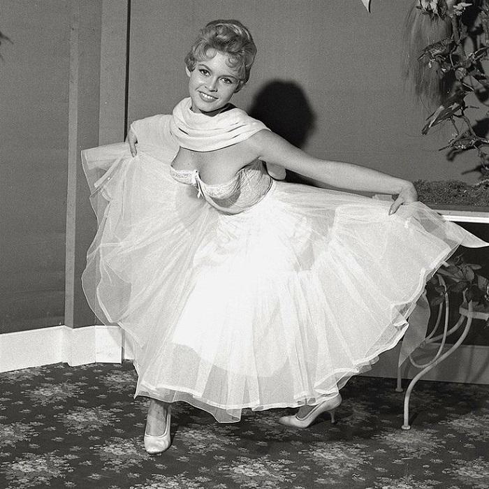 Очаровательная Брижит в роли молодой и успешной Шушу в фильме «Невеста слишком хороша» (1956 год).