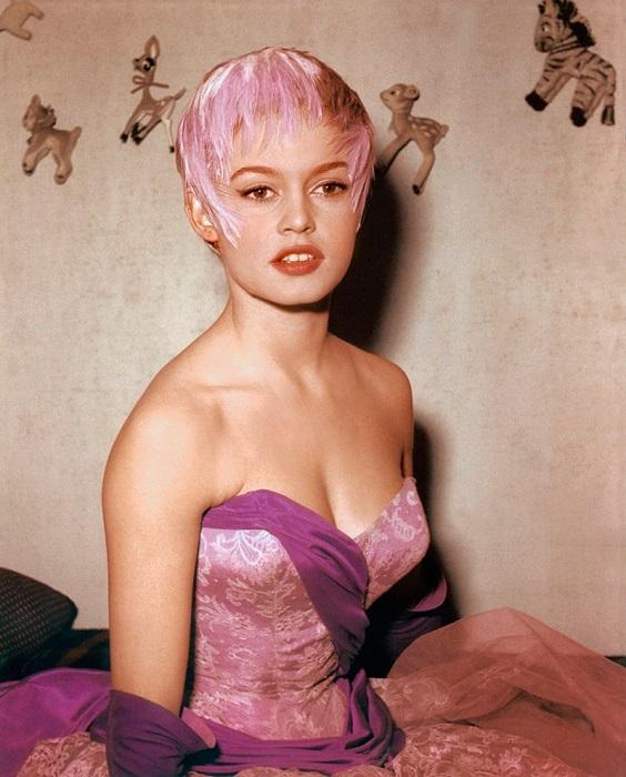 Самым большим увлечением будущей французской кинозвезды был балет, которым она занималась с 5-летнего возраста.