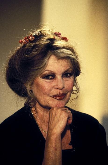 Французская актриса не скрывает свою старость и, в отличие от многих своих ровесниц, никогда не делала пластических операций.
