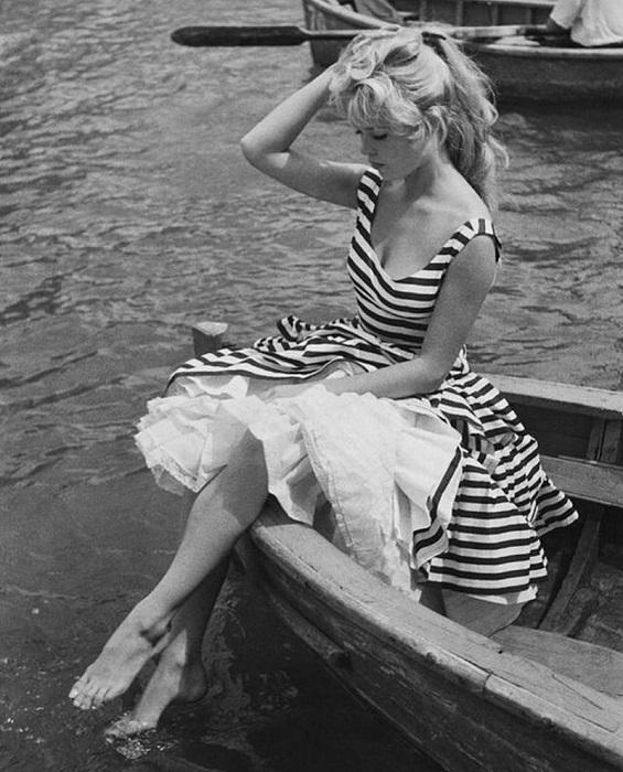 В 1950-х годах французская актриса стала воплощением чувственности и красоты а также законодательницей моды.