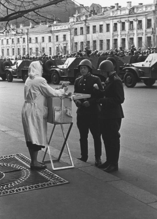 Возвращение к мирной жизни, 1950 год. Фотограф Юрий Кривоносов.