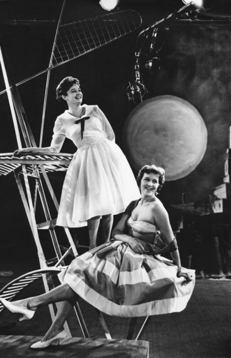 Искрящиеся счастьем и добротой девушки, 1960 год. Фотограф Лев Портер.